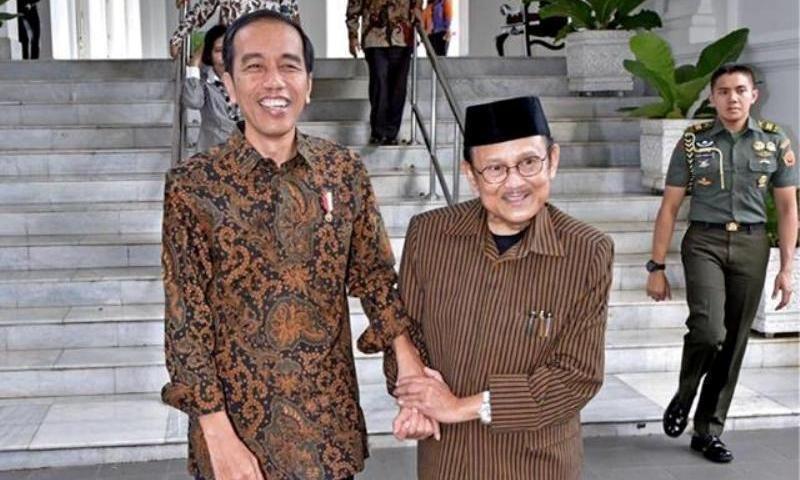 Pantau Langsung Kesehatan Habibie, Jokowi Kirim Langsung Dokter Kepresidenan