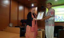 MURI Berikan Penghargaan kepada Pastor Letkol (Sus) Yoseph Maria Marcelinus Bintoro