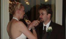 Toast dan Anggur pada Pesta Pernikahan
