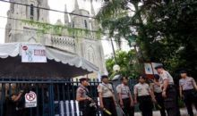 Petugas Gabungan-Banser Pemuda Ansor Amankan Ibadah Jumat Agung Katedral Jakarta
