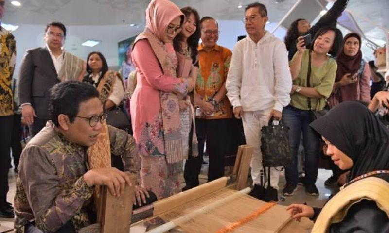 Usung Konsep 'Live in Designer' Kemendes PDTT Gelar Eco Fashion Week Indonesia 2019
