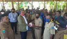 Warga Distrik Kokoda Sorong Selatan  Terima BLT Dana Desa