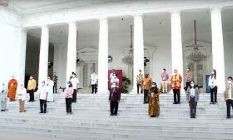 Menteri-Tokoh-Artis hingga Buruh Divaksin Perdana Bareng Presiden Jokowi