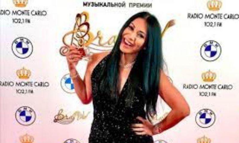 Ukir Sejarah, Solois Anggun C. Sasmi Terima Penghargaan di Penghargaan Musik Rusia