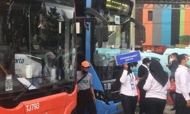 Pecah Kerumuman, 5 Rute TransJakarta Beroperasi di Depan Stasiun Tanah Abang