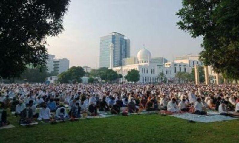Terapkan Prokes, Ribuan Jamaah Ikut Salat Idul Fitri di Masjid Al-Azhar Jakarta