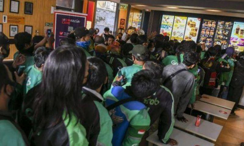 Buntut Kerumunan BTS Meal, Polisi Tegur Gerai McDonald's