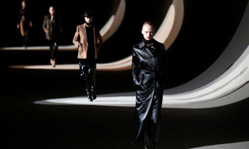 Rumah Mode Saint Laurent Kembali ke Pekan Mode Paris 2022